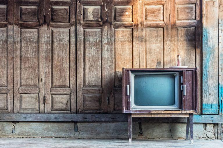 Carregamento obrigatório de canais de TV aberta é um golpe no setor de TV paga, diz ABTA