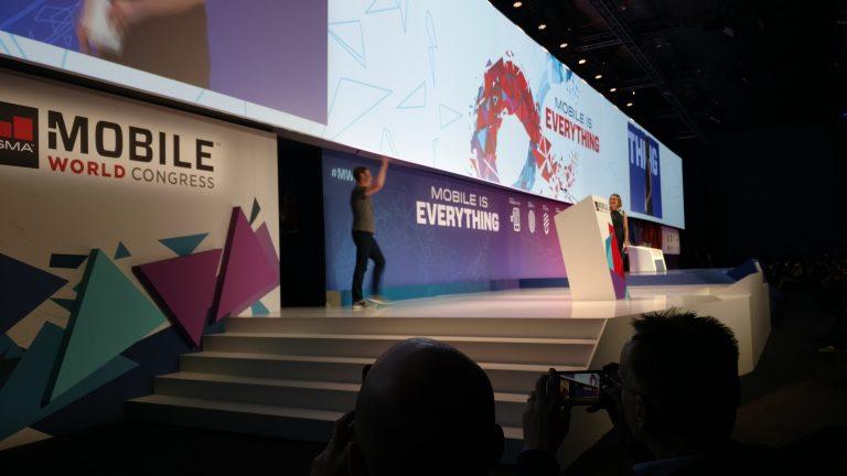 """Zuckerberg: foco não deve ser no 5G, mas em """"acabar o trabalho"""" de levar conectividade"""