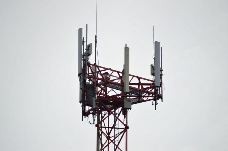 Federações se opõem a PL que obriga bloqueio de sinal de celular em presídios