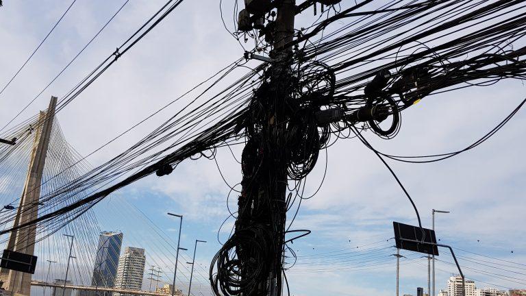 Para elétricas, setor de telecom precisa ser mais racional no uso de postes