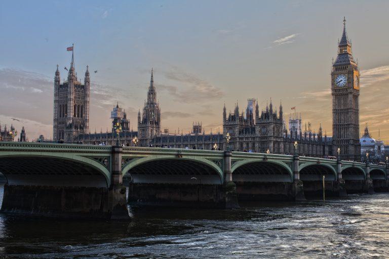 Reino Unido adia leilão de espectro 5G para março