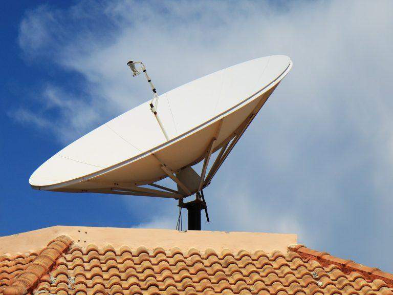 Condições do leilão de 5G podem mudar com estudos sobre convivência com satélite, aponta Anatel