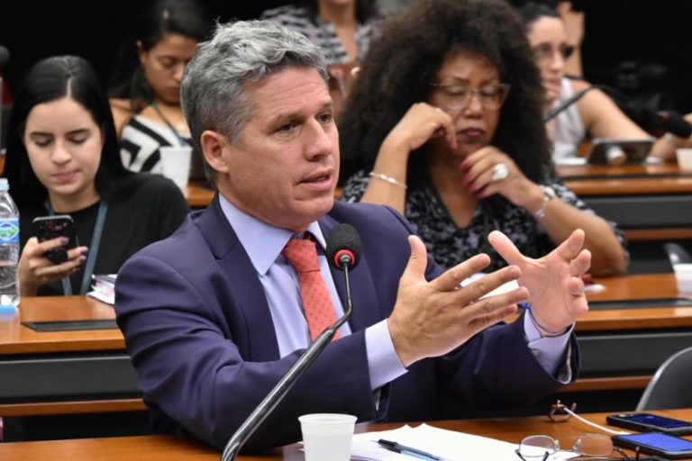 Entidades veem ilegalidade em PDL que suspende decisão da Anatel sobre canais na Internet