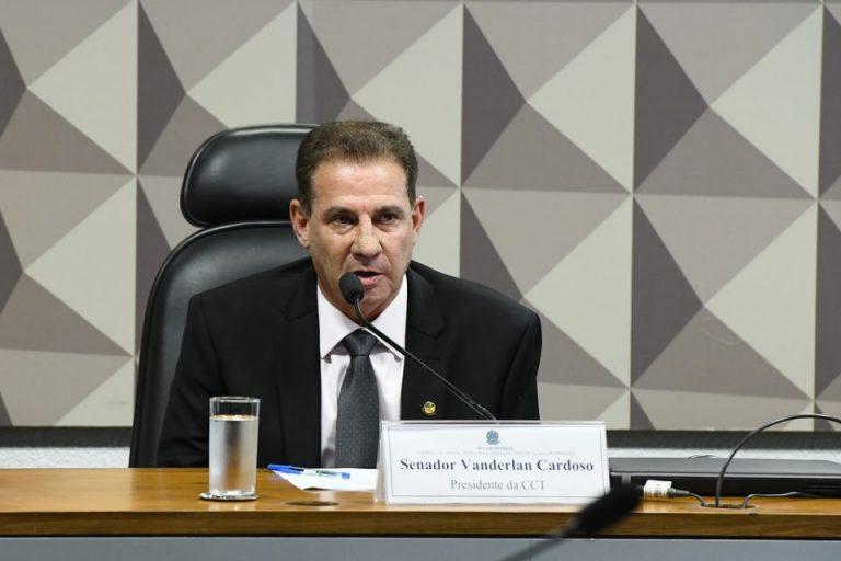 """Vanderlan: """"Anatel atropela legislação ao aprovar fusão da AT&T e Time Warner"""""""
