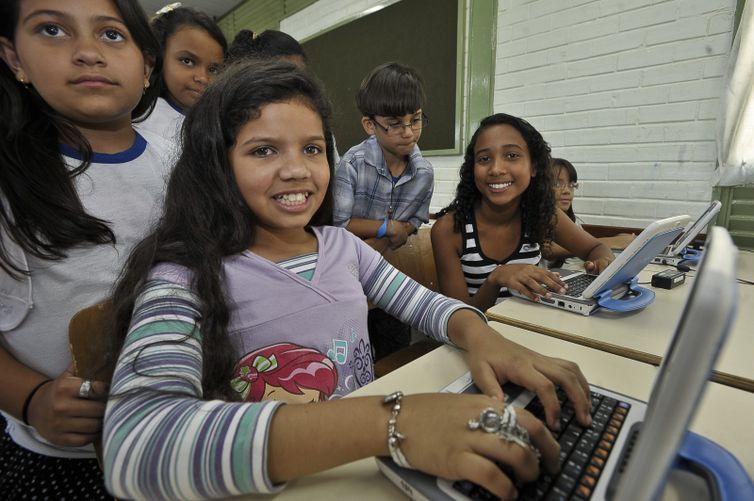 Unicef defende acesso gratuito à internet para famílias de baixa renda