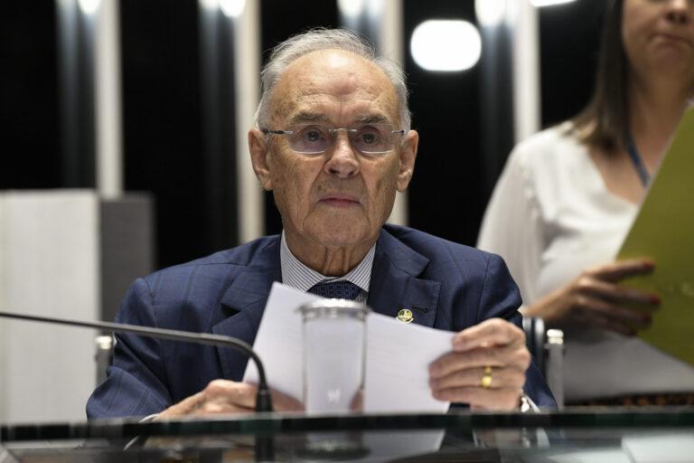 Morre senador Arolde de Oliveira, atuante parlamentar no setor de comunicações