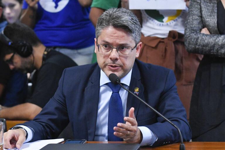 União repassará R$ 3,5 bi do Fust para estados e municípios levarem Internet para ensino público