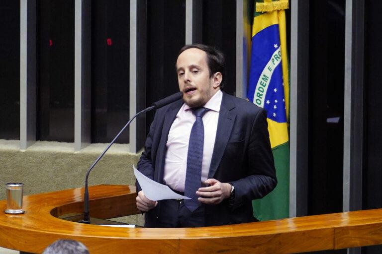 Deputado Paulo Ganime assume relatoria do PL das Fake News na CCTCI da Câmara