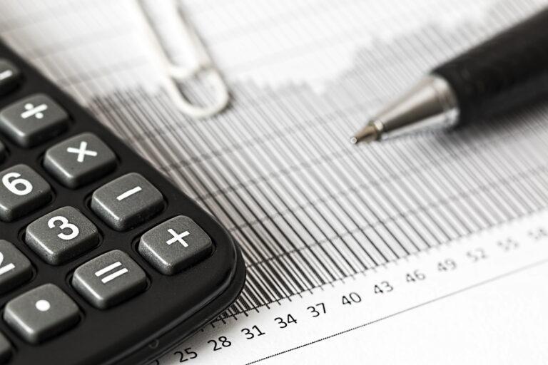 Feninfra mostra preocupação com efeito de alta dos juros no custo da cadeia de telecom